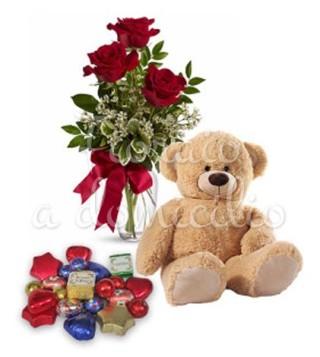 Fiori a domicilio: Cioccolatini misti con tre rose rosse e orsacchiotto di peluche