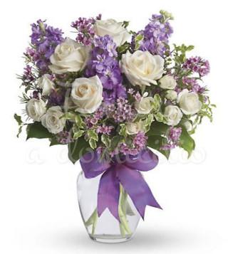 bouquet-di-rose-bianche-e-fiorellini-misti-viola