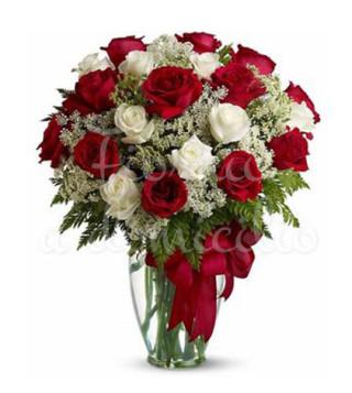 bouquet-di-rose-rosse-e-bianche