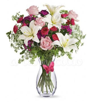 buoquet-di-gigli-bianchi-e-roselline-rosse-e-rosa