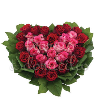 Fiori a domicilio: Cuore di rose rosse e rose rosa