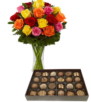 scatola-di-cioccolatini-con-bouquet-di-rose-colorate