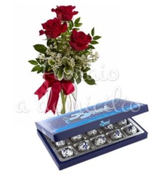 Fiori a domicilio: tre rose rosse con scatola di baci perugina